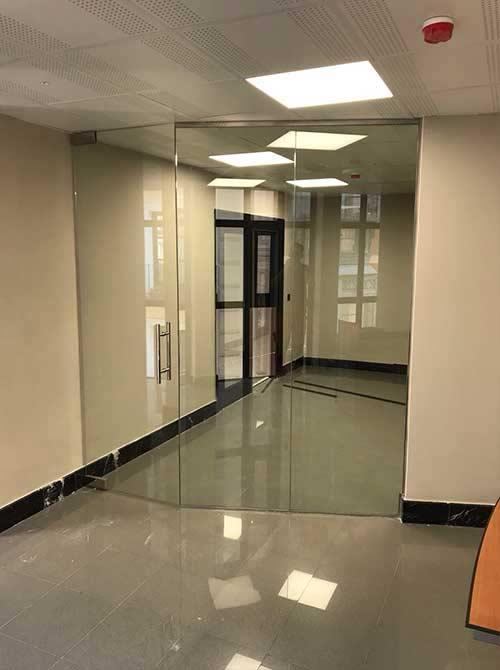 Fabricamos puertas de vidrio y puertas de cristal a medida - Vidrio templado cocina ...